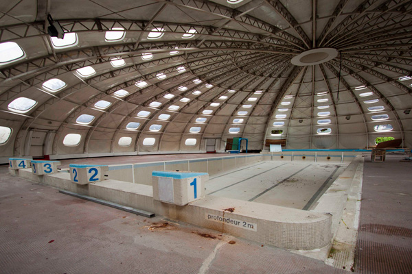 50 gorgeous photos of abandoned places bleaq for Piscine tournesol