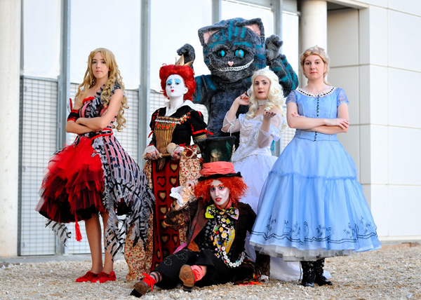 Alice in wonderland costume tim burton